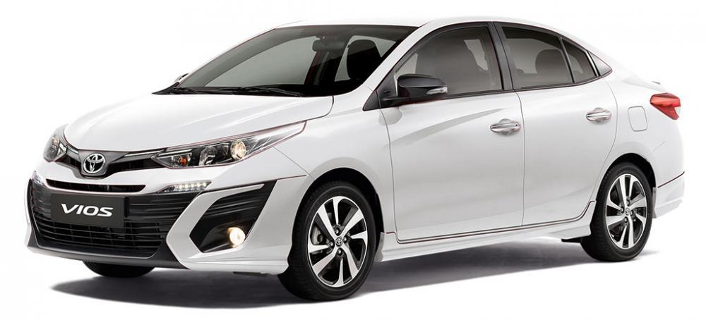 Toyota Vios yang memiliki desain hampir mirip dengan Toyota Yaris