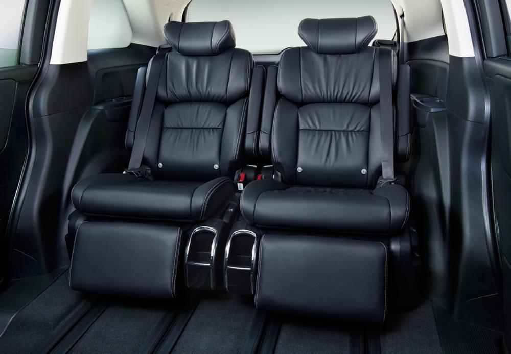 interior Honda Odyssey yang bisa dilihat dari penggunaan kulit pada jok mobil